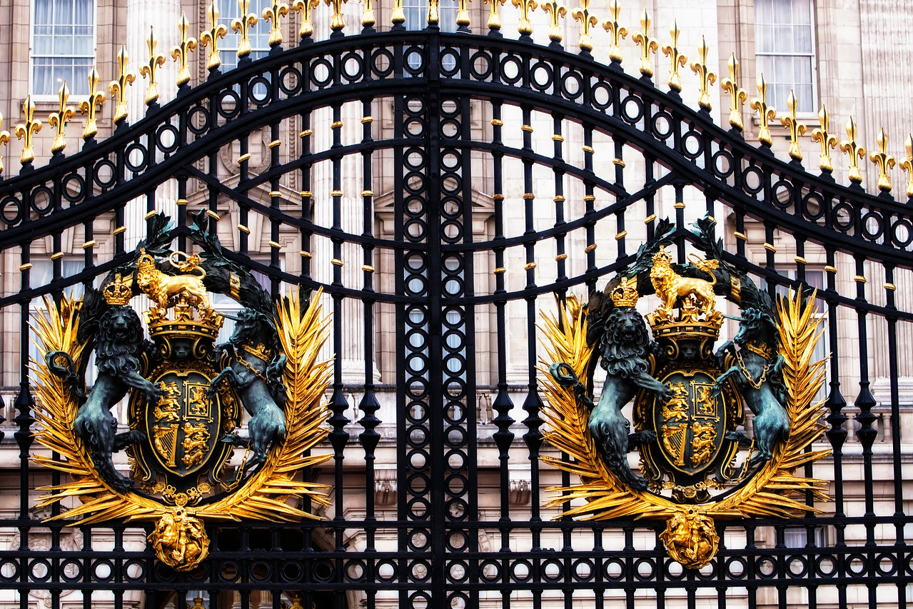 Coat of Arms Buckingham Palace